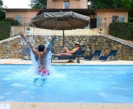 Casa vacanze con piscina in Salernes, in Provence-Côte d'Azur.