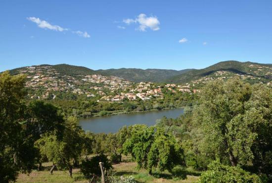 Vakantiehuis in La Londe-les-Maures, Provence-Côte d'Azur - UItzicht op meer