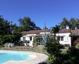 Vakantiehuis in Saint-Paul-en-Forêt met zwembad, in Provence-Côte d'Azur.