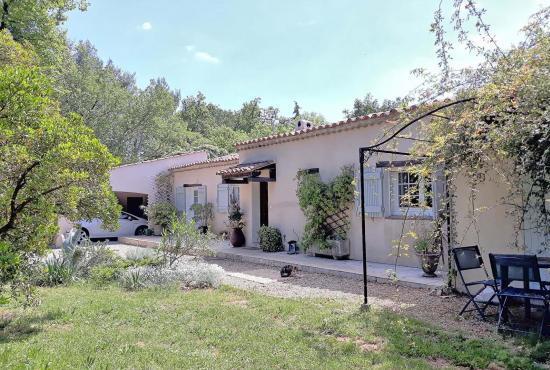 Ferienhaus in  Saint-Paul-en-Forêt, Provence-Côte d'Azur - Eingang der Villa