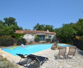 Ferienhaus in Saint-Paul-en-Forêt mit Pool, in Provence-Côte d'Azur.
