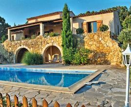 Holiday house in Aups with pool, in Provence-Côte d'Azur