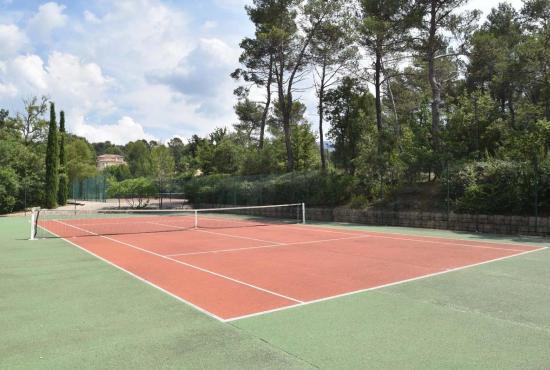 Vakantiehuis in Nans-les-Pins, Provence-Côte d'Azur - Gemeenschappelijke tennisbaan