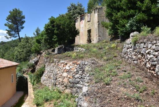Vakantiehuis in Draguignan, Provence-Côte d'Azur - Ruïne bij het huis