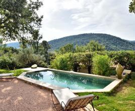 Vakantiehuis in La Roquebrussanne met zwembad, in Provence-Côte d'Azur.