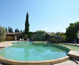 Holiday house with pool in Provence-Côte d'Azur in Mazan (France)
