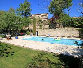Holiday house in Robion with pool, in Provence-Côte d'Azur.