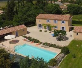 Vakantiehuis in Lacoste met zwembad, in Provence-Côte d'Azur.