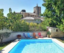 Holiday house in Piolenc with pool, in Provence-Côte d'Azur.