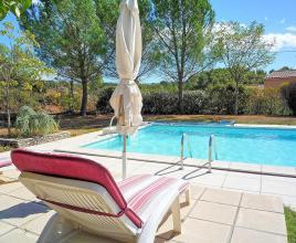 Holiday house in Saint-Saturnin-les-Apt with pool, in Provence-Côte d'Azur.