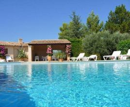 Holiday house in Crillon-le-Brave with pool, in Provence-Côte d'Azur.
