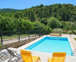 Holiday house in Beaumont-du-Ventoux with pool, in Provence-Côte d'Azur.