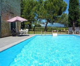 Vakantiehuis in Richerenches met zwembad, in Provence-Côte d'Azur.