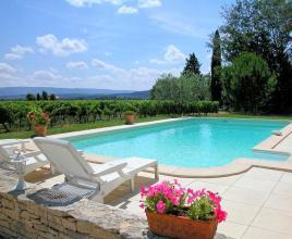 Holiday house in Joucas with pool, in Provence-Côte d'Azur.
