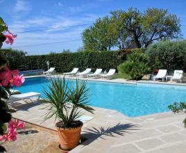 Vakantiehuis in Crillon-le-Brave met zwembad, in Provence-Côte d'Azur.