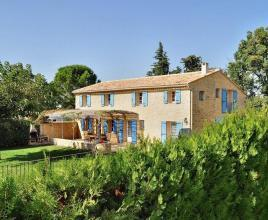 Casa vacanze con piscina in Loriol-du-Comtat, in Provence-Côte d'Azur.