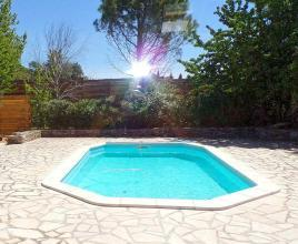 Holiday house in L'Isle-sur-la-Sorgue with pool, in Provence-Côte d'Azur.