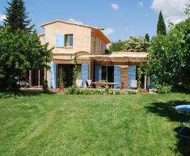 Holiday house in Villars with pool, in Provence-Côte d'Azur.