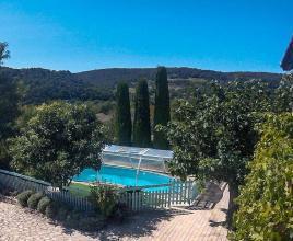 Casa vacanze con piscina in Saint-Marcellin-lès-Vaison, in Provence-Côte d'Azur.