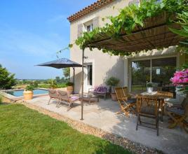 Vakantiehuis in Saint-Pierre-de-Vassols met zwembad, in Provence-Côte d'Azur.