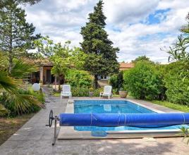 Vakantiehuis in Châteauneuf-de-Gadagne met zwembad, in Provence-Côte d'Azur.