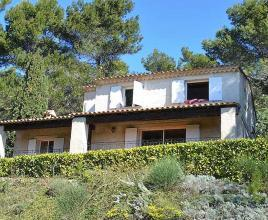 Holiday house in Vitrolles-en-Luberon with pool, in Provence-Côte d'Azur.