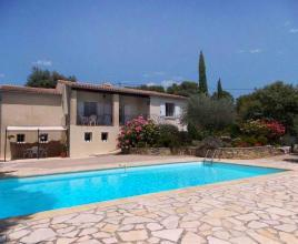 Holiday house in Entrechaux with pool, in Provence-Côte d'Azur.