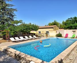Casa vacanze con piscina in Morières-les-Avignon, in Provence-Côte d'Azur.