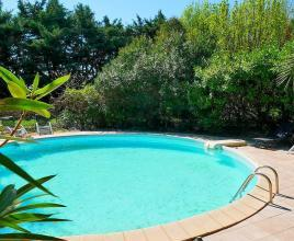 Holiday house in Caderousse with pool, in Provence-Côte d'Azur.