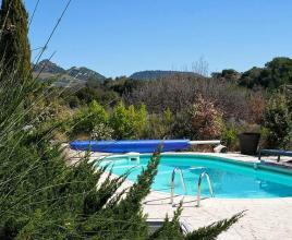 Holiday house in Puyméras with pool, in Provence-Côte d'Azur.