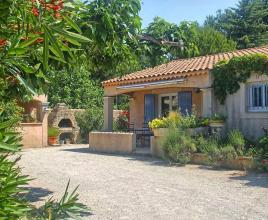 Casa vacanze con piscina in Pernes-les-Fontaines, in Provence-Côte d'Azur.