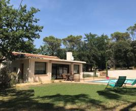Casa vacanze con piscina in Mornas, in Provence-Côte d'Azur.