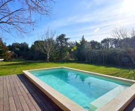 Casa vacanze con piscina in Carpentras, in Provence-Côte d'Azur.