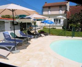 Holiday house in Saint-Mathieu with pool, in Dordogne-Limousin.