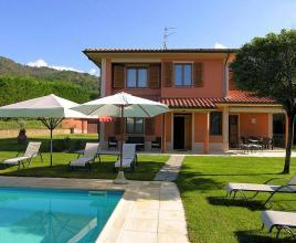 Holiday house in Loro Ciuffenna with pool, in Tuscany.