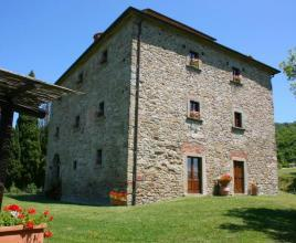 Holiday house in Palazzo del Pero with pool, in Tuscany.