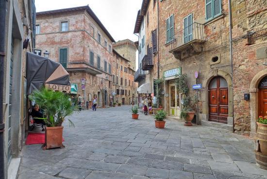 Vakantiehuis in Marciana della Chiana, Toscane - Lucignana