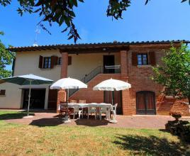 Holiday house in Foiano della Chiana with pool, in Tuscany.