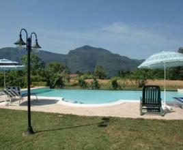 Casa vacanze con piscina in Barga, in Toscana.