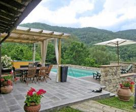 Holiday house in Tresana with pool, in Tuscany.