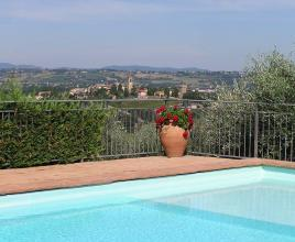 Holiday house in Torgiano with pool, in Umbria.