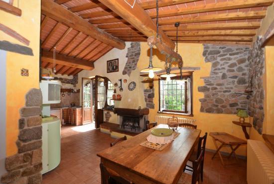 Vakantiehuis in Massa e Cozzile, Toscane -