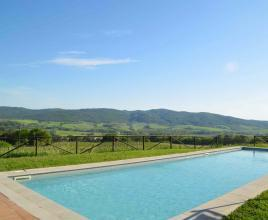 Holiday house in Buonconvento with pool, in Tuscany.