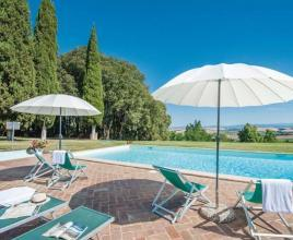 Holiday house in Monteroni d'Arbia with pool, in Tuscany.