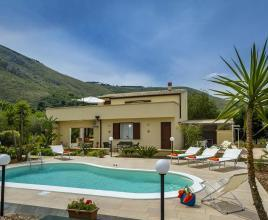 Holiday house in Castellamare del Golfo with pool, in Sicily.
