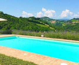Holiday house in Monte Rinaldo with pool, in Marche.