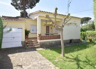Holiday house in L'Escala near the sea, in Costa Brava.