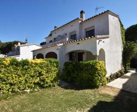 Holiday house in L'Escala with pool, in Costa Brava.