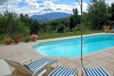 Holiday houses with pool France