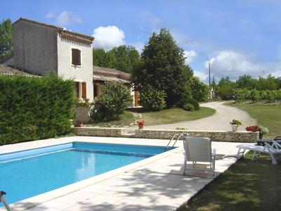 Ruime, goed ingerichte vrijstaand vakantiehuis met terras, schaduwrijke tuin en privé zwembad met poolhouse, ...